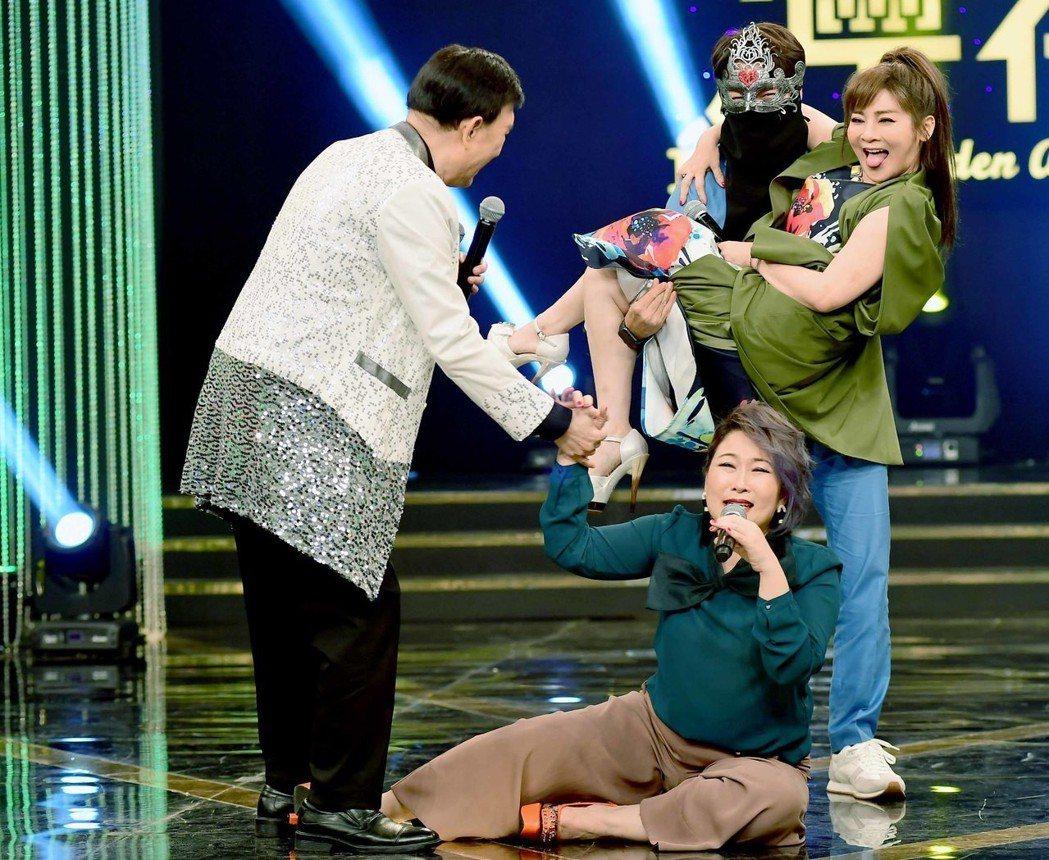 王彩樺被公主抱。圖/華視提供