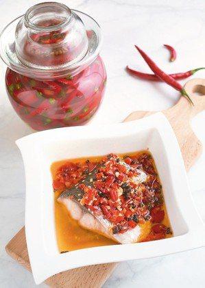 剁椒魚材料:草魚肚350公克、泡椒100公克、蒜頭3顆、豆豉1/2大匙、...