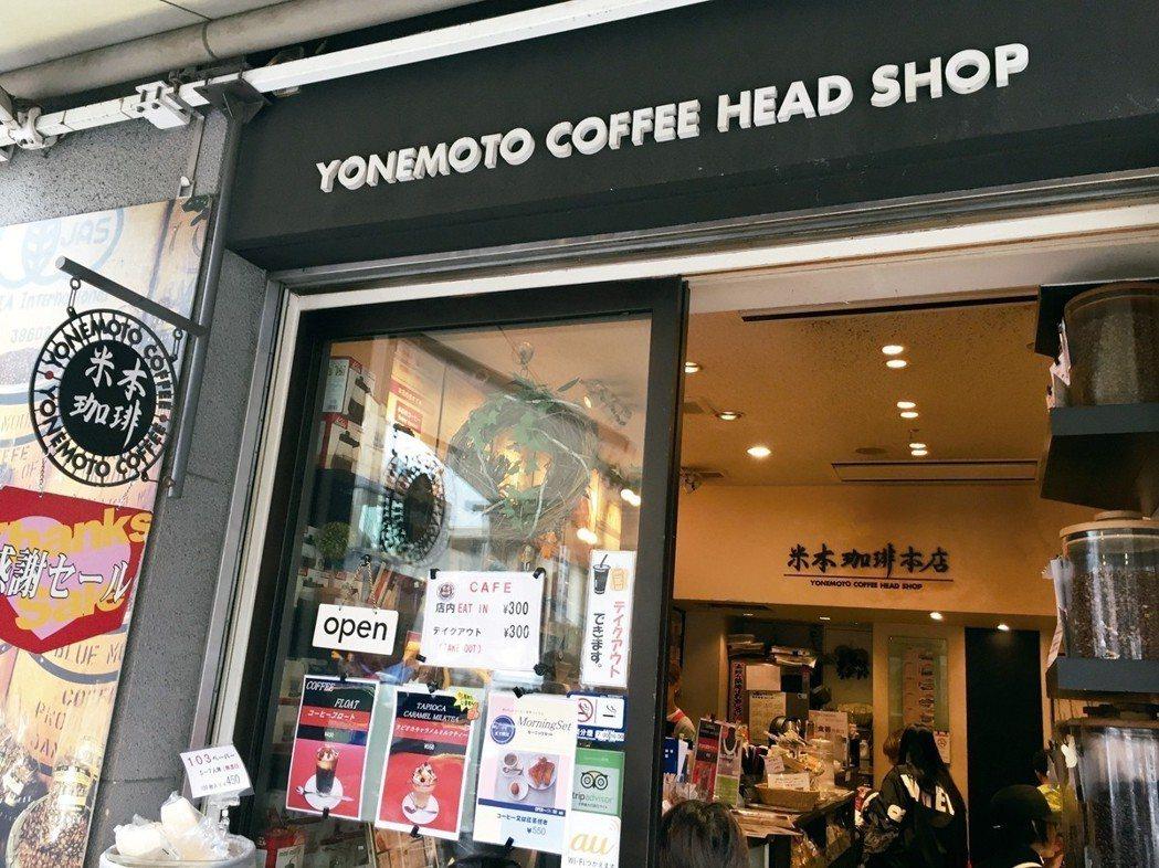 米本咖啡開業60年,原是專為半夜工作的市場工、買賣漁獲的生意人而設,所以店內的咖...