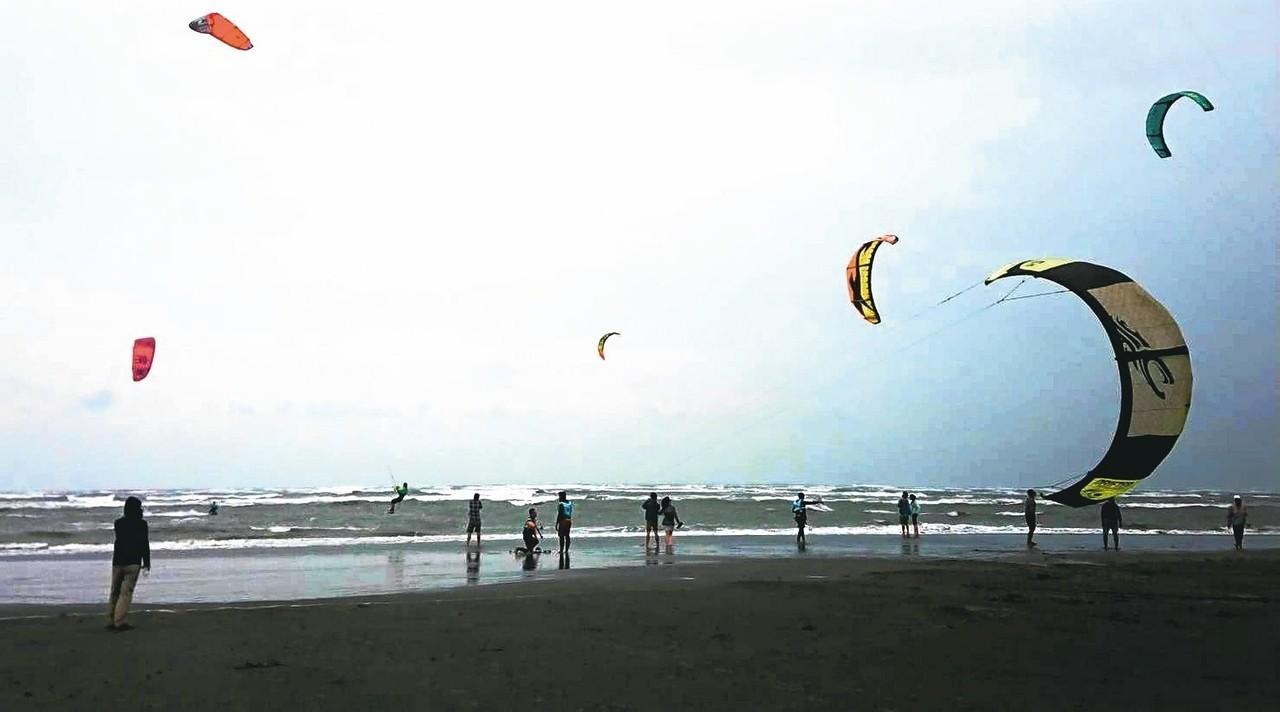 大安海邊冬季強勁的東北季風,吸引日本、香港、澳門等國內外好手慕「風」而來同場競技...