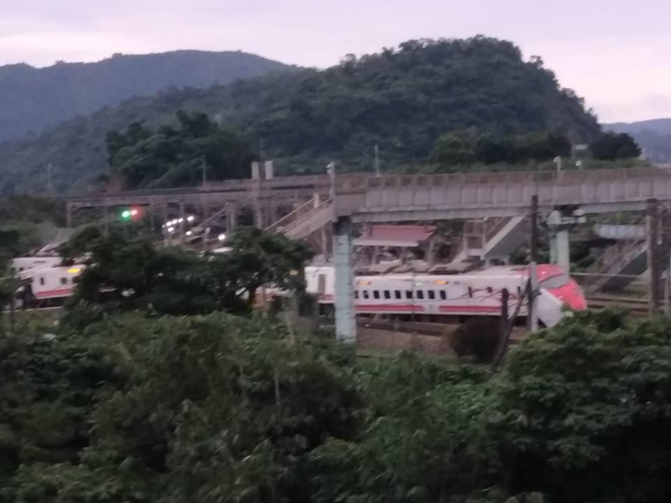 台鐵普悠瑪6432次今天16點50分於東山至蘇新間東正線發生出軌事故。圖擷取自宜...
