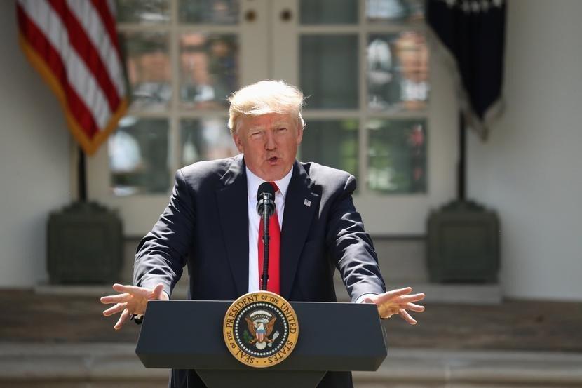 川普在去年6月1日於白宮玫瑰花園宣布退出巴黎氣候協定。(美聯社)