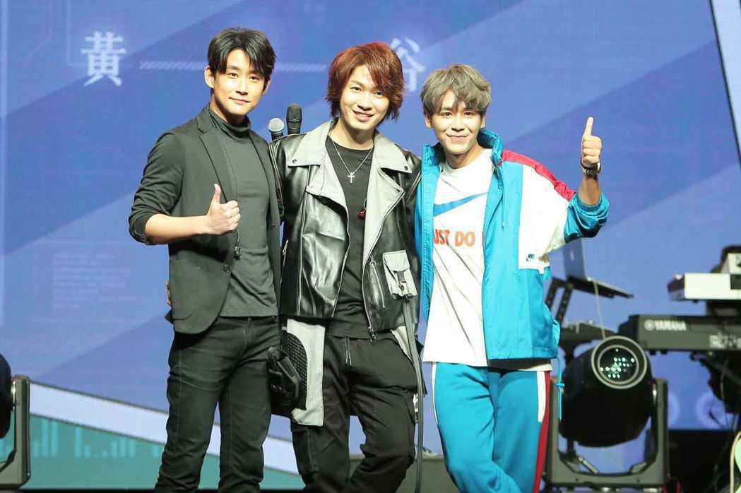 黃少谷舉辦個唱,找來左起陳乃榮(左)、鼓鼓(右)擔任嘉賓。圖/喜歡音樂提供