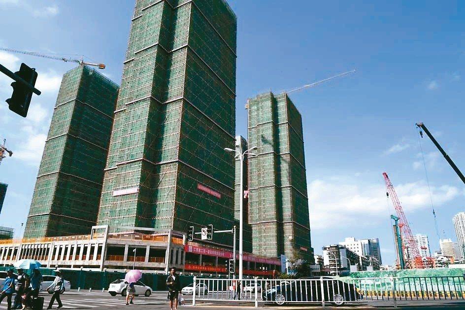 大陸國家統計局昨(20)日發布9月70大城市房價數據顯示,目前房價上漲的城市數量...