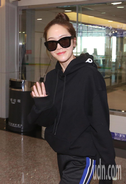 南韓女歌手潔西卡21日上午抵台,晚間將在台北舉行迷你演唱會。記者陳嘉寧/攝影