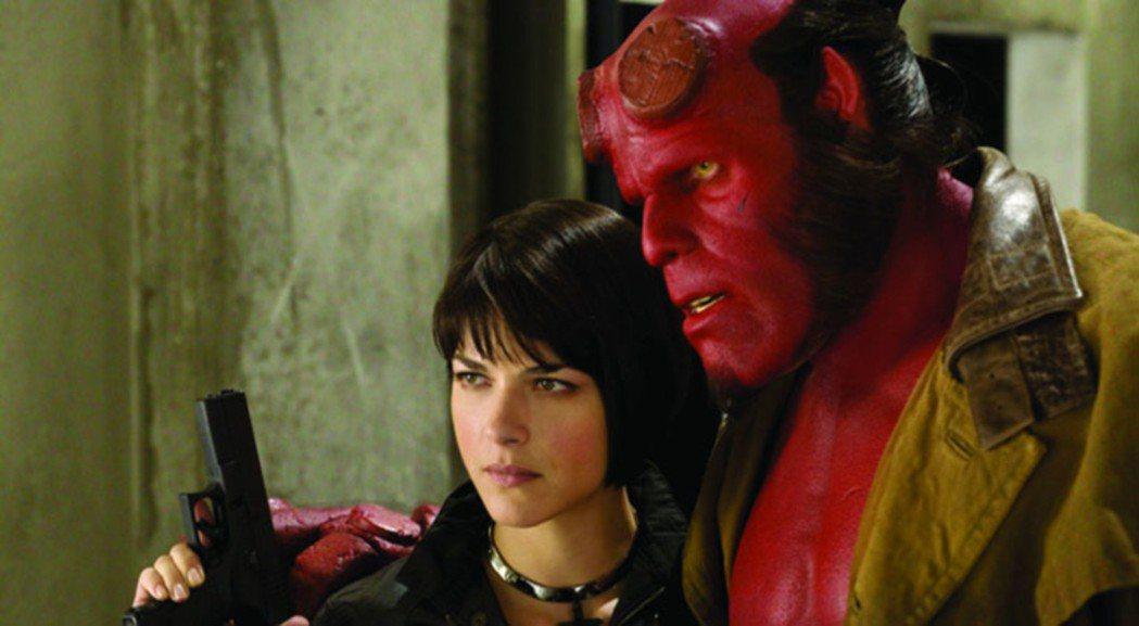 莎瑪布萊爾(左)曾與朗普曼(右)合演電影「地獄怪客」。圖/UIP提供