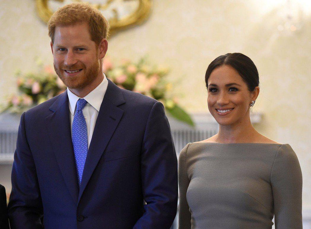 梅根馬可(右)與哈利王子(左)的婚後生活引人注目。(路透)