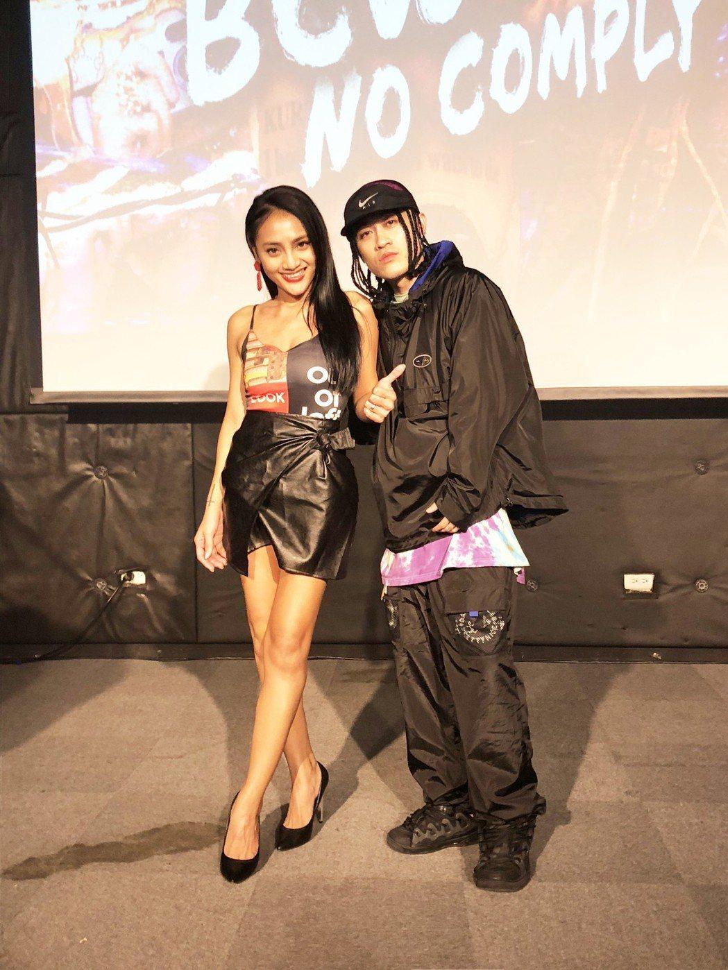 BCW近來推出新歌「東岸」,高雄站演唱找來葉瑋庭(左)。圖/混血兒娛樂提供