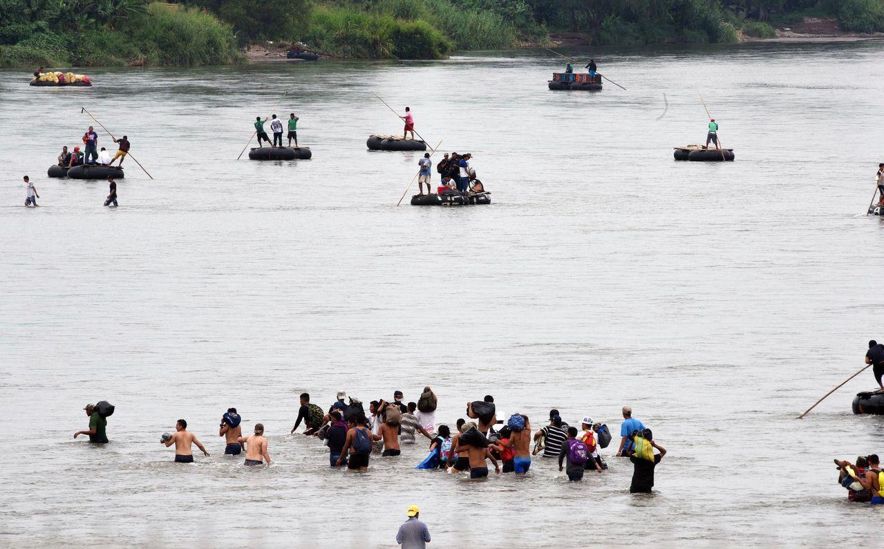 中美洲移民潮壓境墨西哥,但卻被拒門外,瓜地馬拉總統聲稱有2千民眾放棄返國同時,估...