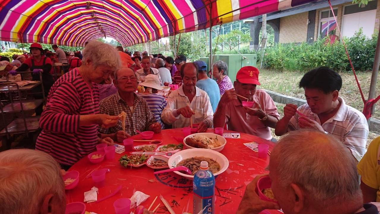 杉林全區65歲以上長者多達2700人,其中1800人出席慶祝餐會。圖/杉林區公所...