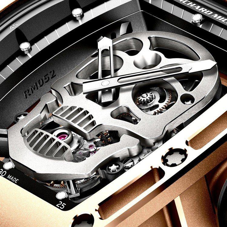 RM 052骷髏頭陀飛輪表上的的骷髏頭以5級鈦合金製成,強烈的視覺效果,成為不少...