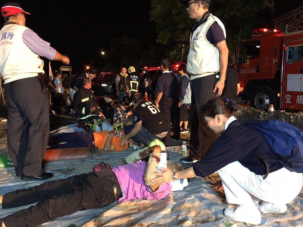 慈濟基金會已出動約百名志工投入,準備約200份熱食、100條毛毯等物資,明天將繼...