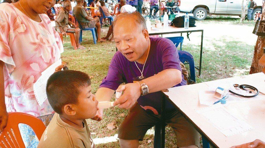 陳誠仁多次帶領同仁赴泰國東北部的武里南府省等地進行醫療宣教服務,推廣衛生教育。 ...