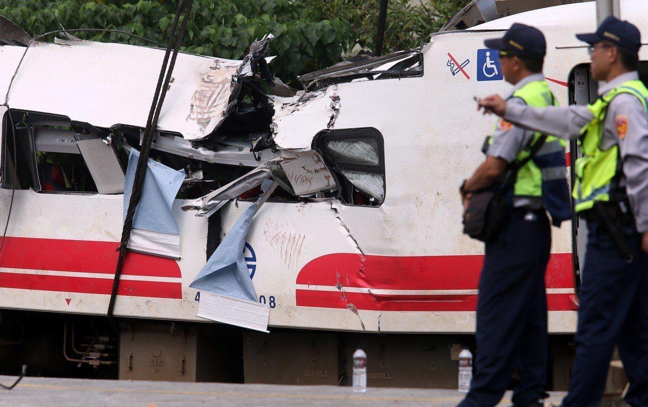 普悠瑪列車事故釀嚴重死傷,台鐵今天證實司機曾通報氣壓不足問題。 聯合報記者杜建重...