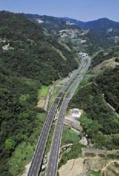 鐵工局計畫興建北宜直鐵,但須通過雪山山脈,引發環保人士疑慮。 圖/國道新建工程局...