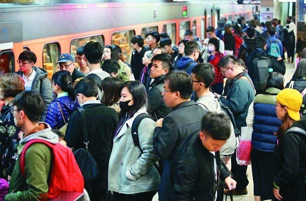 台鐵東部幹線每到假期車票開賣就被秒殺,許多花東民眾直呼「回家真的好難!」 圖/聯...