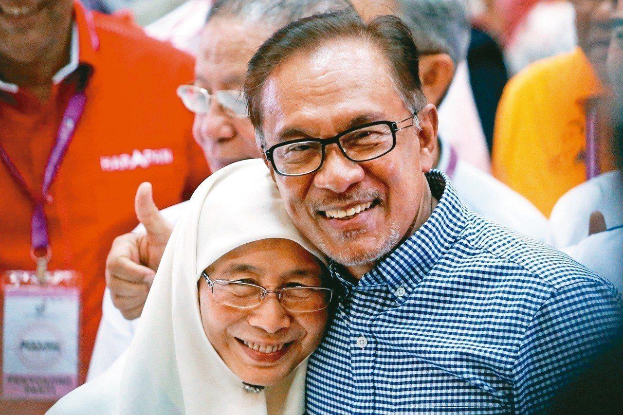 安华和妻子。金亚洲