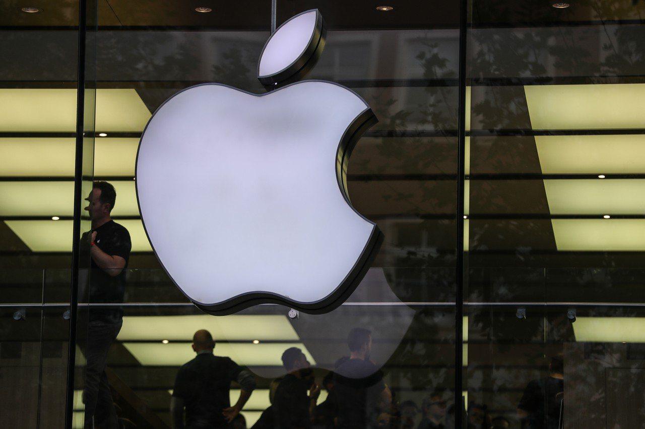 iPhone XR將在26日在台開賣,但五大電信業者陸續表態「不辦開賣會」,業者...