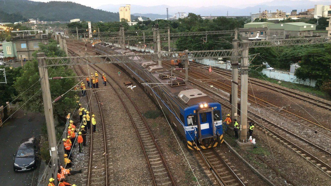 首班經過的列車為5時14分自東澳站出發的4102次區間車,原本預計5點半抵達新馬...