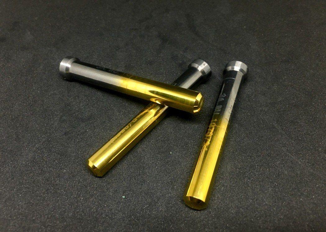 順意精具所生產的鎢鋼沖棒品質佳,受台灣螺絲業者讚賞。 黃啟銘/攝影。