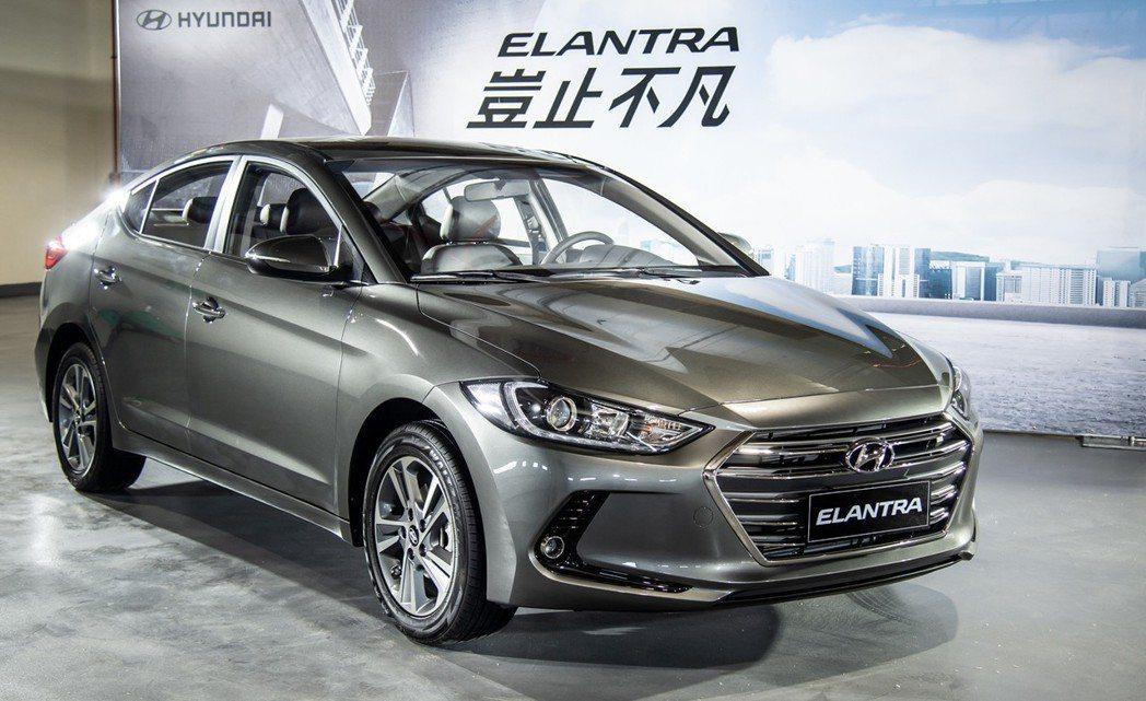 全新1.6L汽油旗艦款建議售價69.9萬元起,擁有更為豐富且齊全的安全配備,將滿...