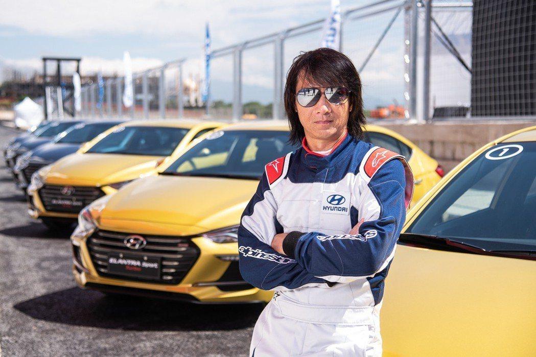11月9日前預訂ELANTRA Sport且完成領牌之前100位車主,將可體驗由...