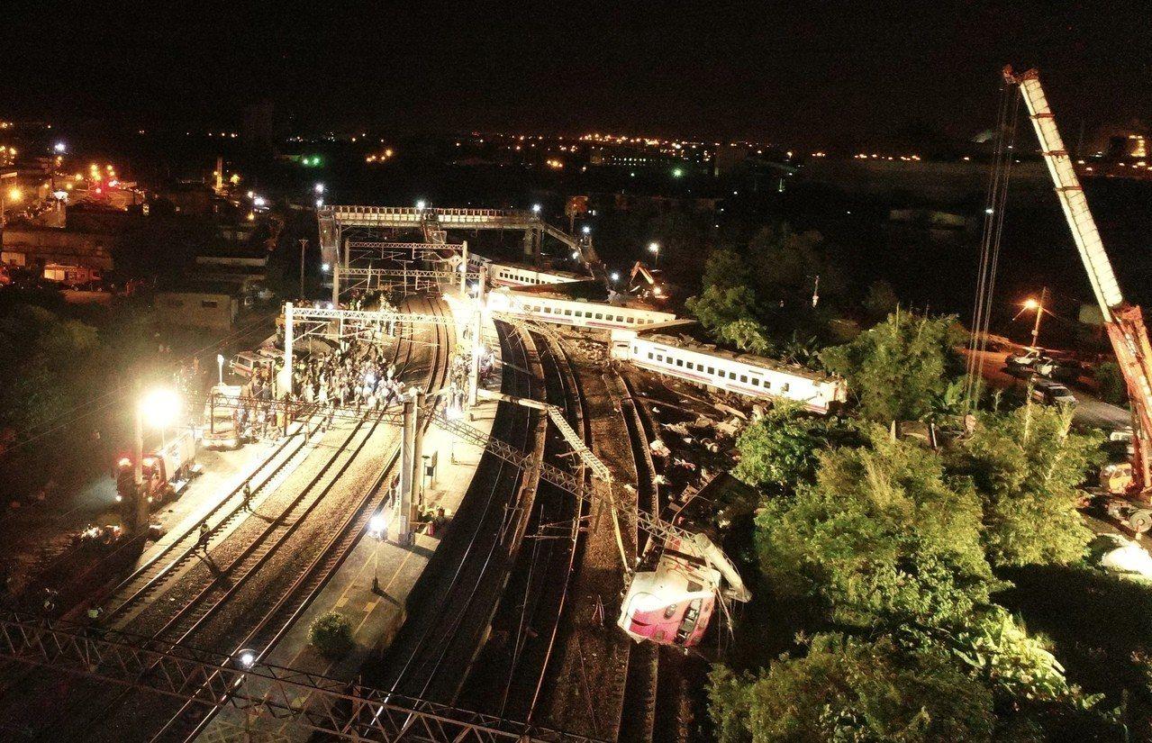 台鐵蘇澳新馬站昨天傍晚發生一起重大事故,一輛往花蓮方向的普悠瑪號,在蘇澳新馬站不...