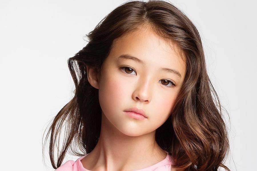 住洛杉磯的美韓混血女孩艾拉・葛洛絲年僅10歲,就以小臉大眼睛的芭比娃娃精緻樣貌,...