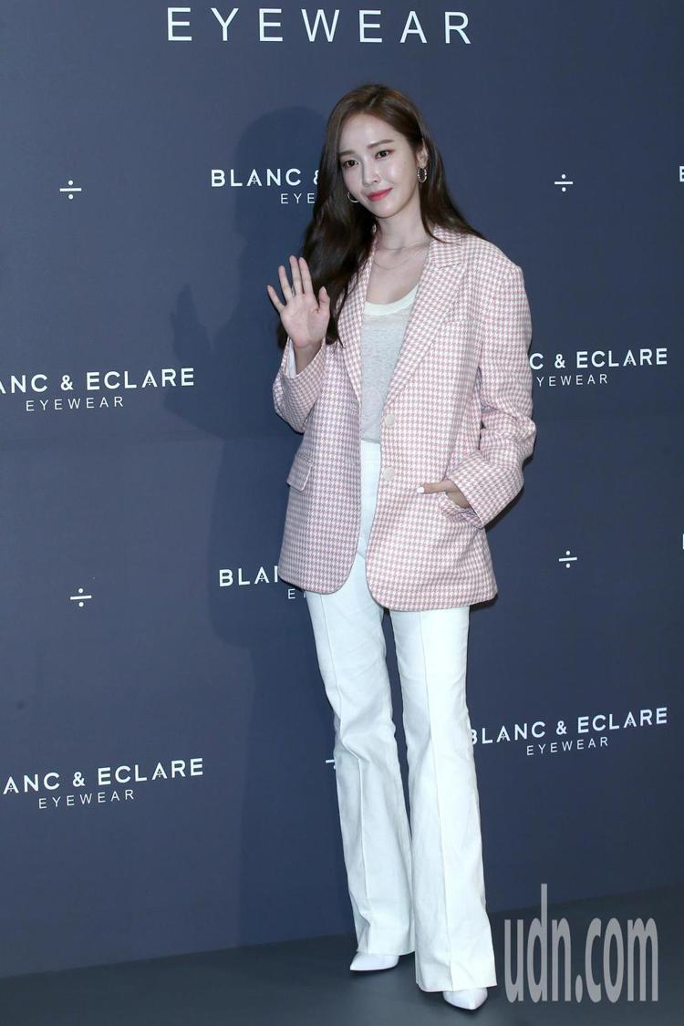 韓國女星鄭秀妍Jessica再度現身台北101,出席自有眼鏡品牌BLANC&EC...