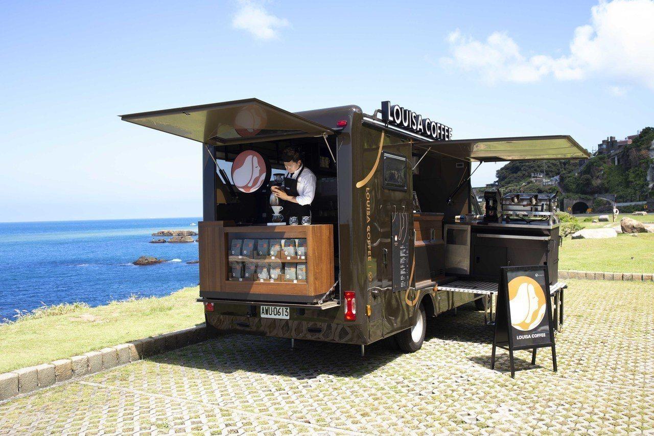 路易莎咖啡行動門市除了提供義式咖啡,車上也有手沖及餐食設備。圖/路易莎咖啡提供