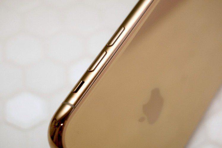 醫療級特製不鏽鋼邊框質感更提升,金色款光澤更是美。圖/記者黃筱晴攝影