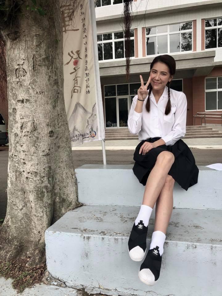 小禎身穿學生制服,模樣清純。圖/摘自小禎臉書