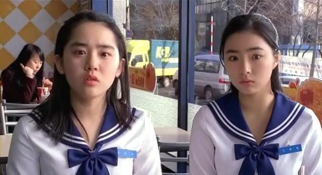 申世景(右)14年前演出電影「幼齒新娘」,飾演女主角文瑾瑩的閨蜜。圖/緯來提供