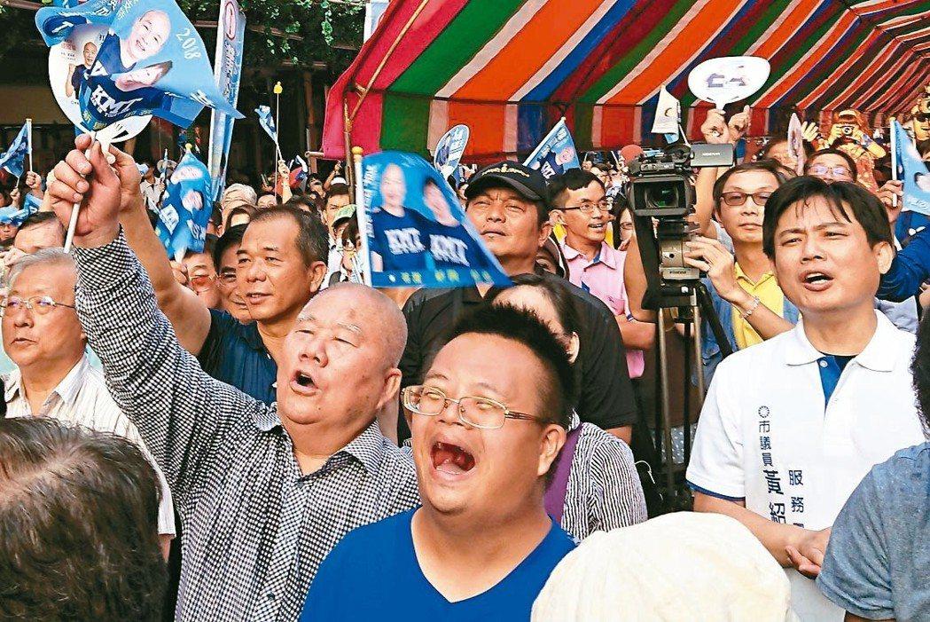 距離選舉剩下1個月,造勢活動多,醫師提醒參加者在激情吶喊之餘,心肺功能較差及有呼...