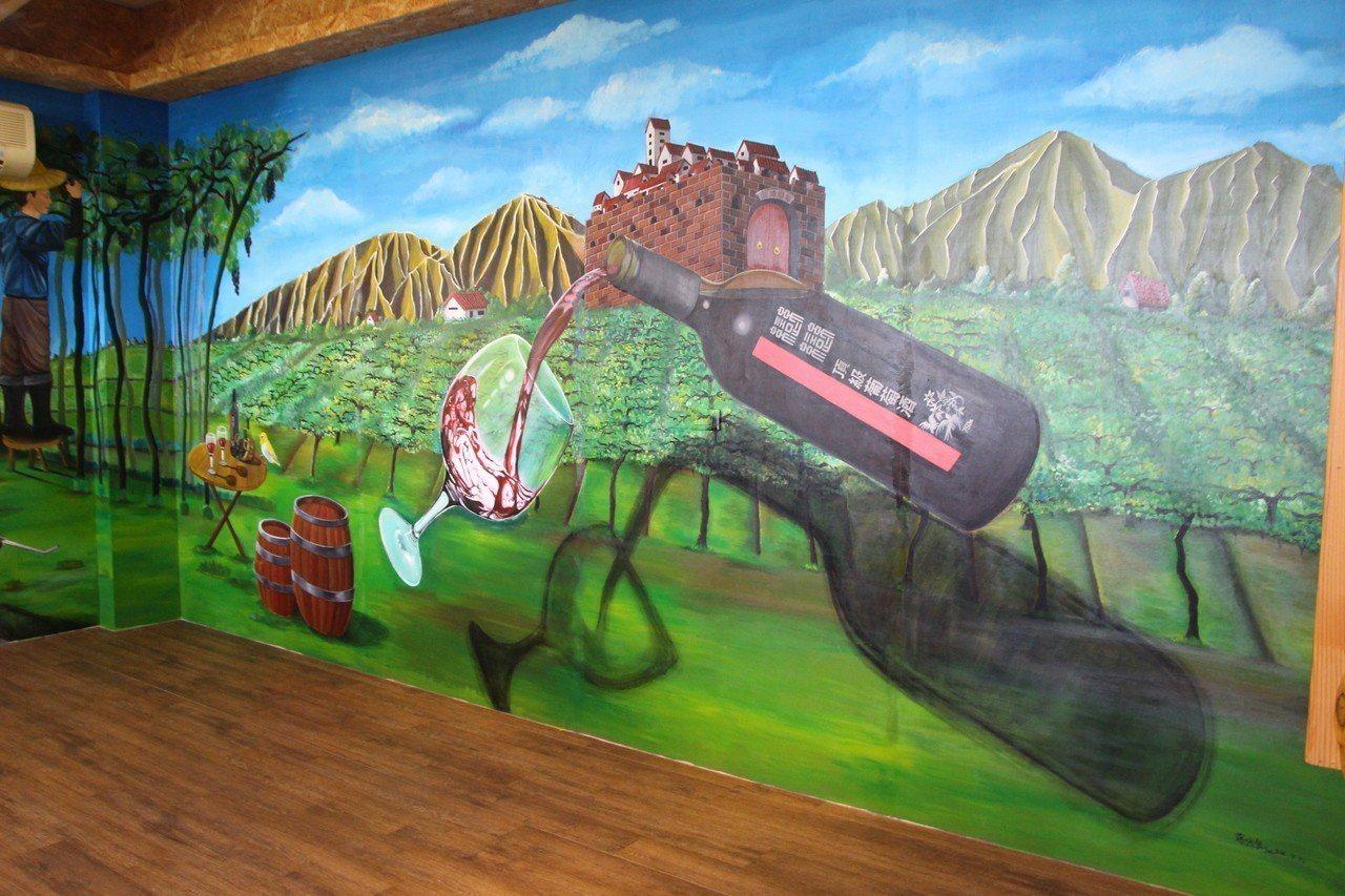 二林鎮戀戀葡萄酒莊室內彩繪相當吸睛。 記者林敬家/攝影