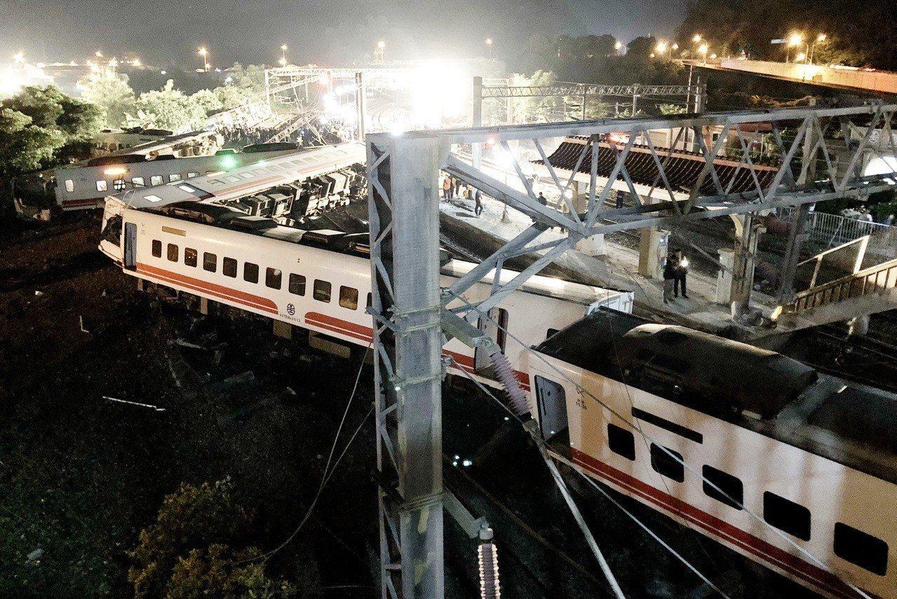 普悠瑪列車在宜蘭18死等重大死傷意外,地署檢調查時,尤姓司機員坦承,因動力異常,...