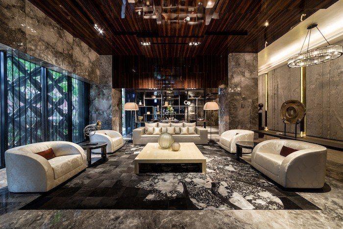 「馥華雲鼎」迎賓大廳斥資1億7千萬,使用進口銀河灰石材裝飾壁面地面,AB兩棟建物...