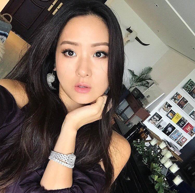 孫芸芸在IG上配戴卡地亞美洲豹鑽錶自拍 圖/卡地亞 提供