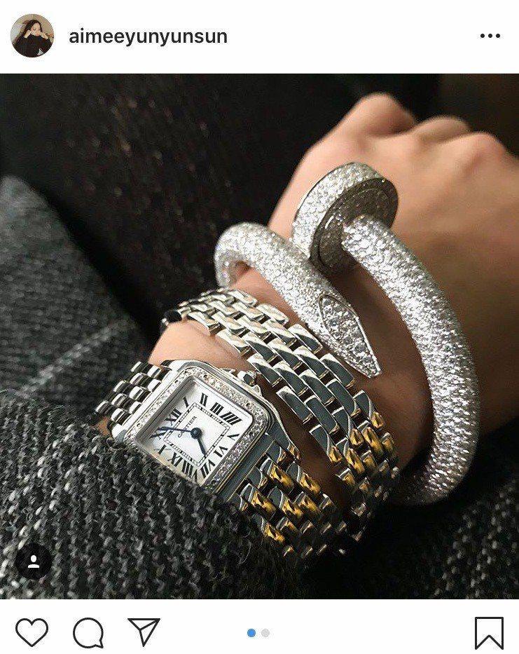 孫芸芸曾在IG曬出自己配戴的卡地亞美洲豹雙圈鑽錶 圖/卡地亞 提供
