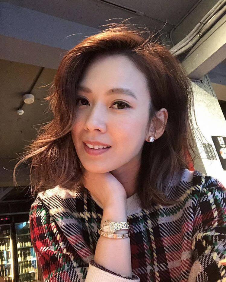 貴婦Melody在IG自拍照上也曾配戴自己的卡地亞美洲豹腕錶 圖/卡地亞 提...