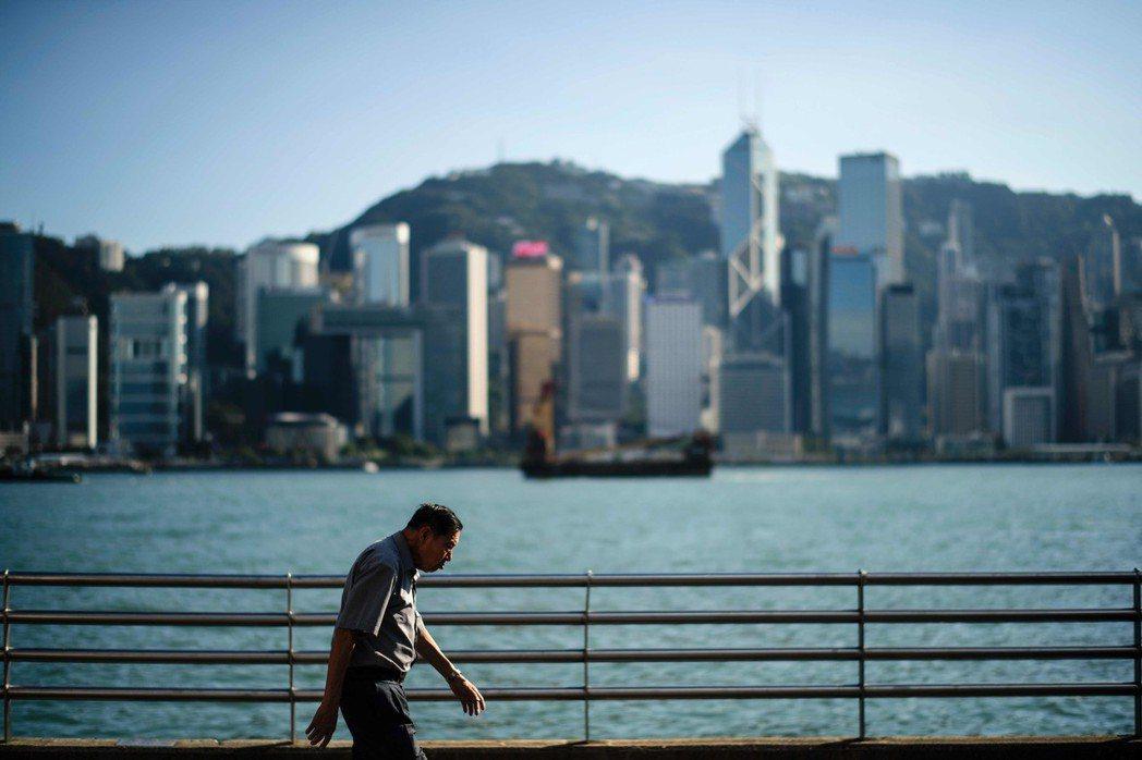 住房短缺的確是特區政府的燃眉之急。填海,也一直是香港的生存之道。箇中原因,其實和...