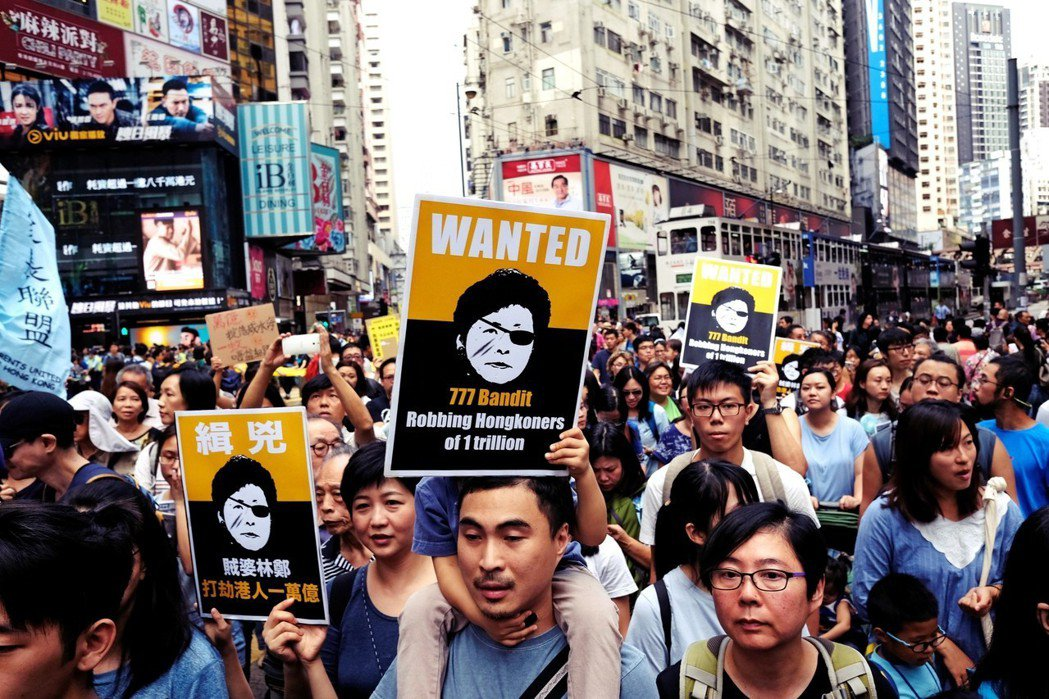 「明日大嶼計畫」也反映了香港社會對於特區政府的不信任態度,以及近年越來越激烈的中...