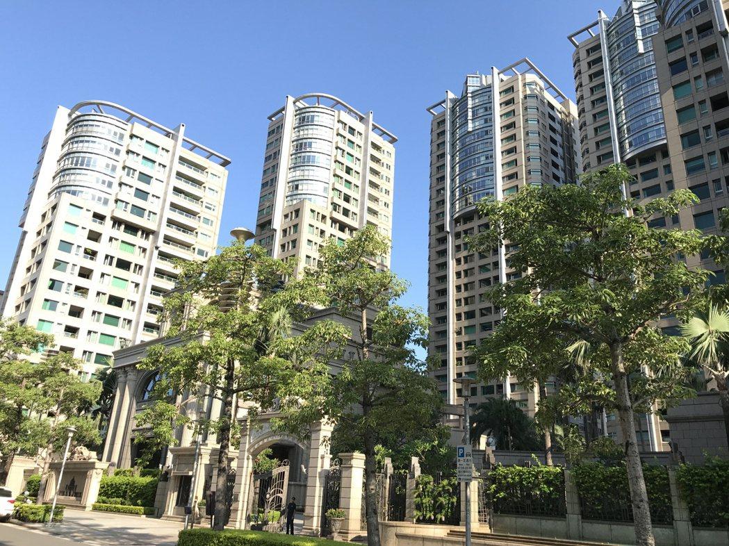統計實價資料,今年前七個月,全台億元宅僅交易76戶,每月約11戶。記者游智文/攝...