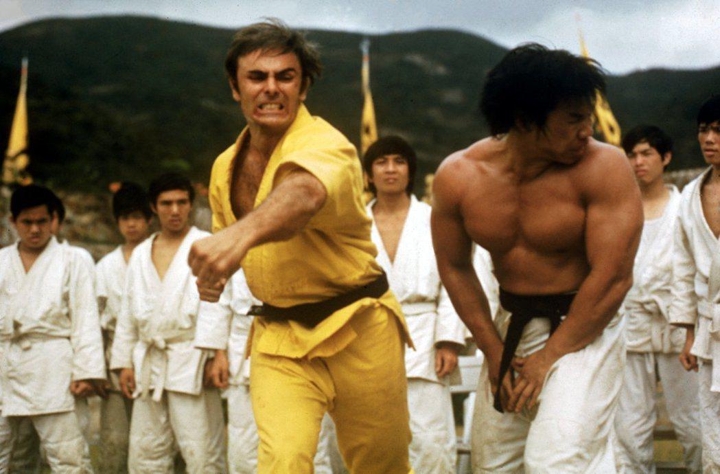 約翰薩克遜是「新龍爭虎鬥」中的外籍要角之一。圖/摘自imdb