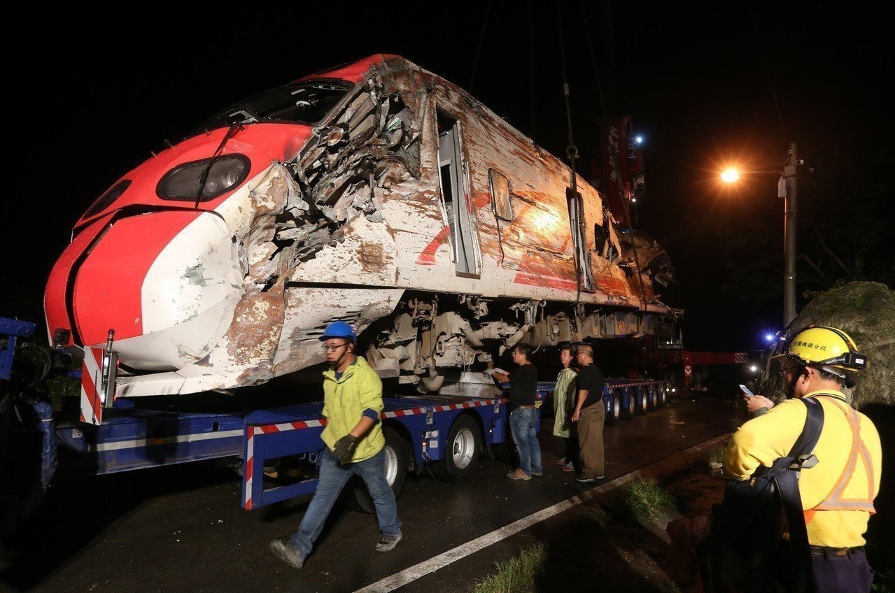 台鐵普悠瑪翻覆意外,造成18死190傷。 圖/聯合報系資料照片