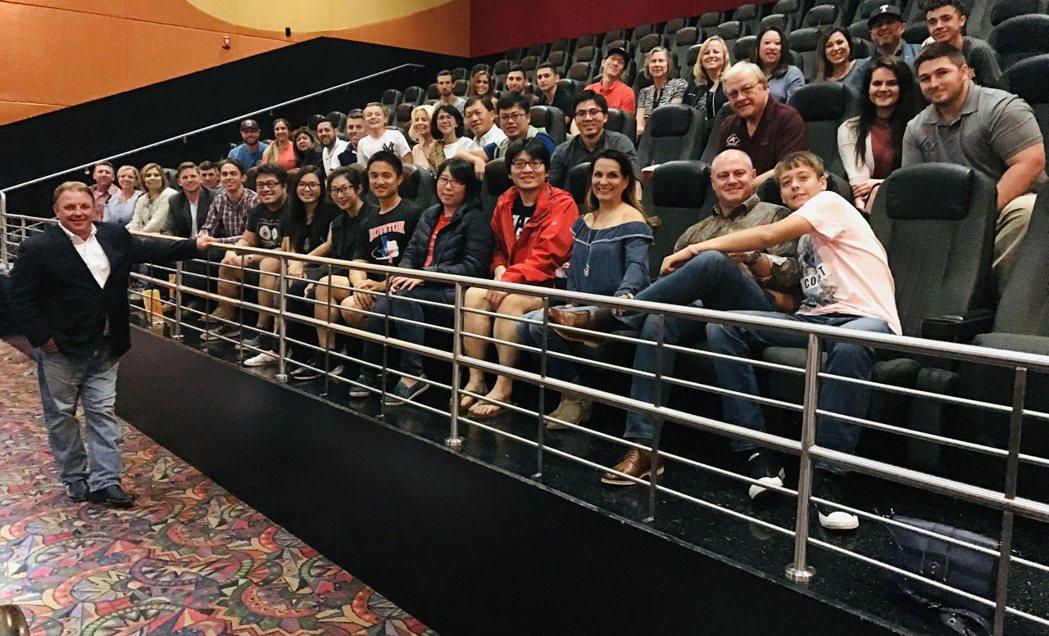 「後勁:王建民」休斯頓上映指導王建民的德州棒球農場沃佛斯到場和觀眾互動。圖/WY...