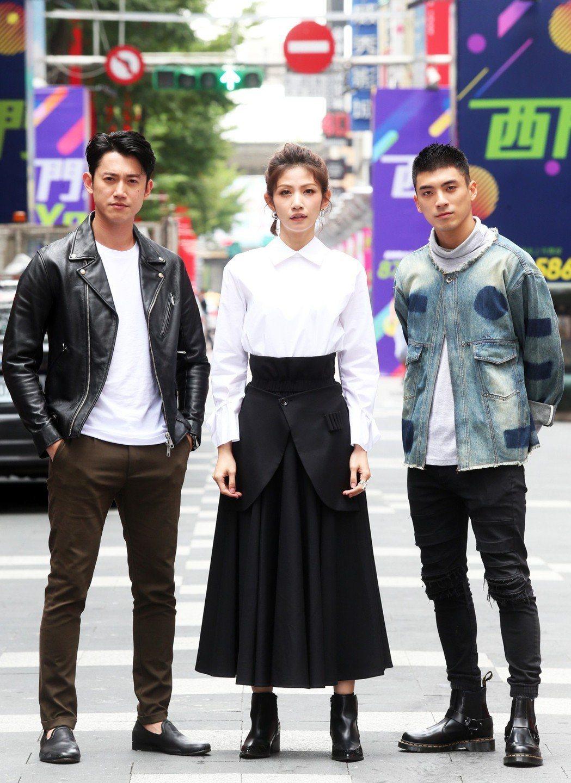 李千娜(中)在「狂徒」中與吳慷仁(左)、林哲熹(右)有多場對戲。記者徐兆玄/攝影