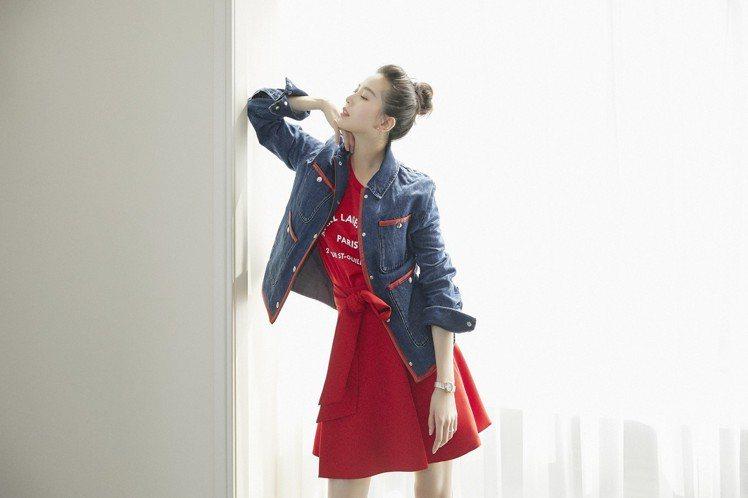 被網友戲稱是「失蹤人口」的劉詩詩,今日下午現身品牌的上海記者會,腳踩高跟鞋試圖破...