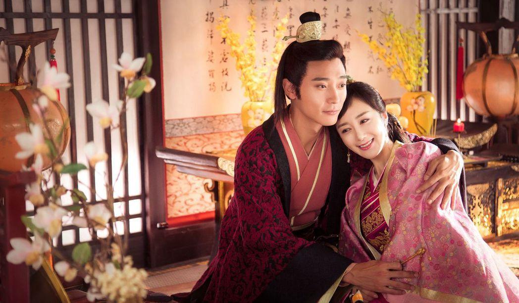 李依曉(右)、張丹峰演出「獨孤天下」。圖/緯來戲劇台提供