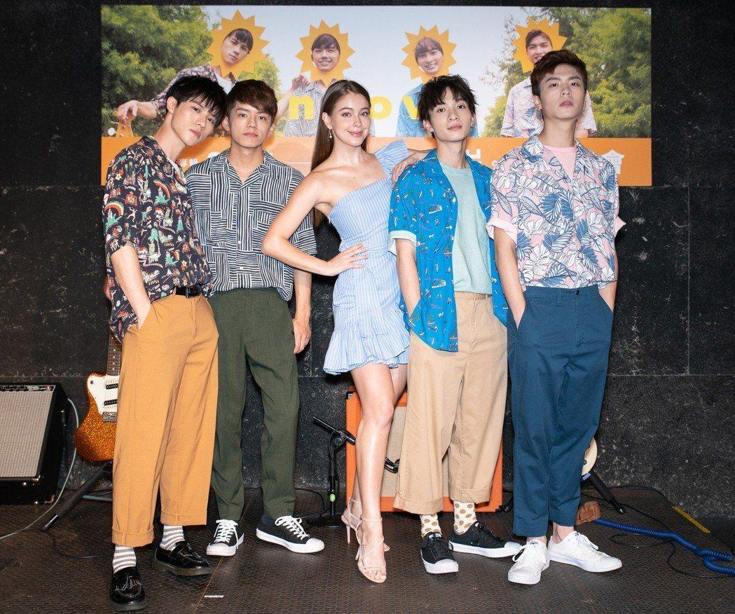 男團noovy 23日舉辦發片記者會,安妮(中)來站台。圖/伊林娛樂提供